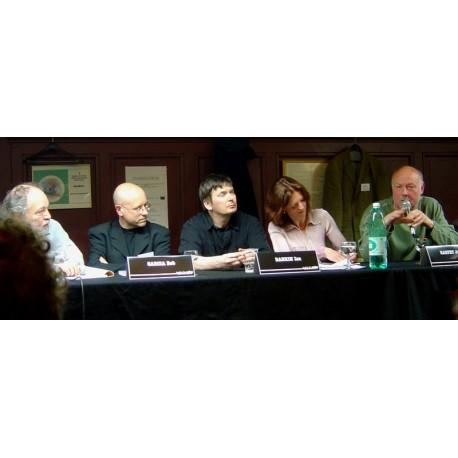 Lors d'une des rencontres écrivains public à l'académie de billard, l'animateur Julien Delifiori en compagnie de Bob Garcia, Ian