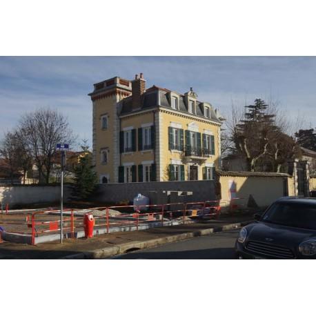 La belle maison en 2017 dégagée par un chantier à l'angle de la rue Buisson