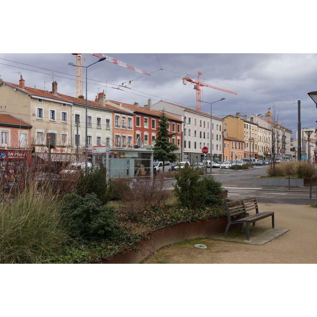 Place des maisons neuves les rues de lyon for Garage rue des bienvenus villeurbanne